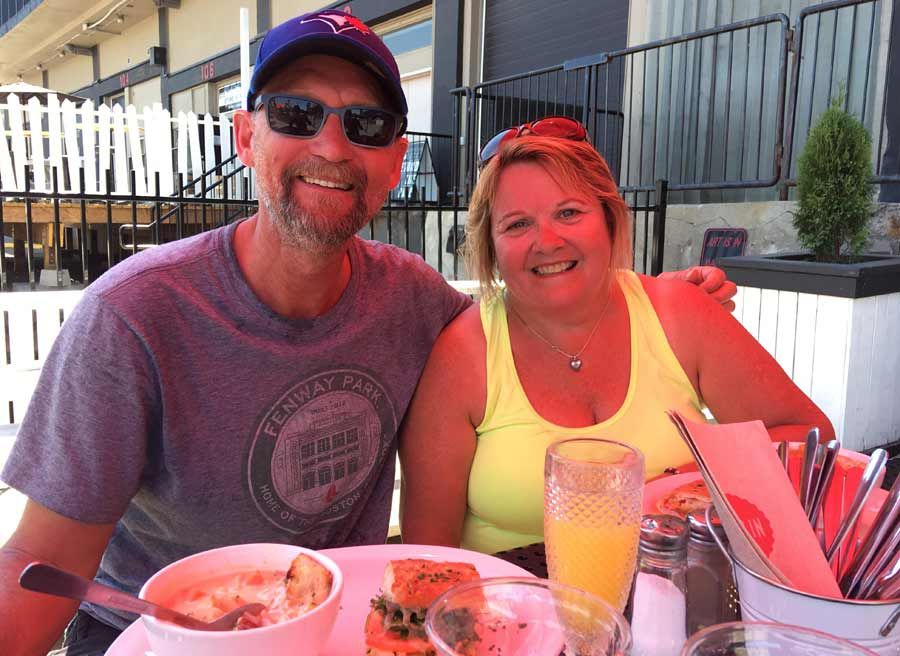 Couple celebrating anniversary with a private best of Ottawa bike and food day tour by Escape with lunch stop at a local cafe