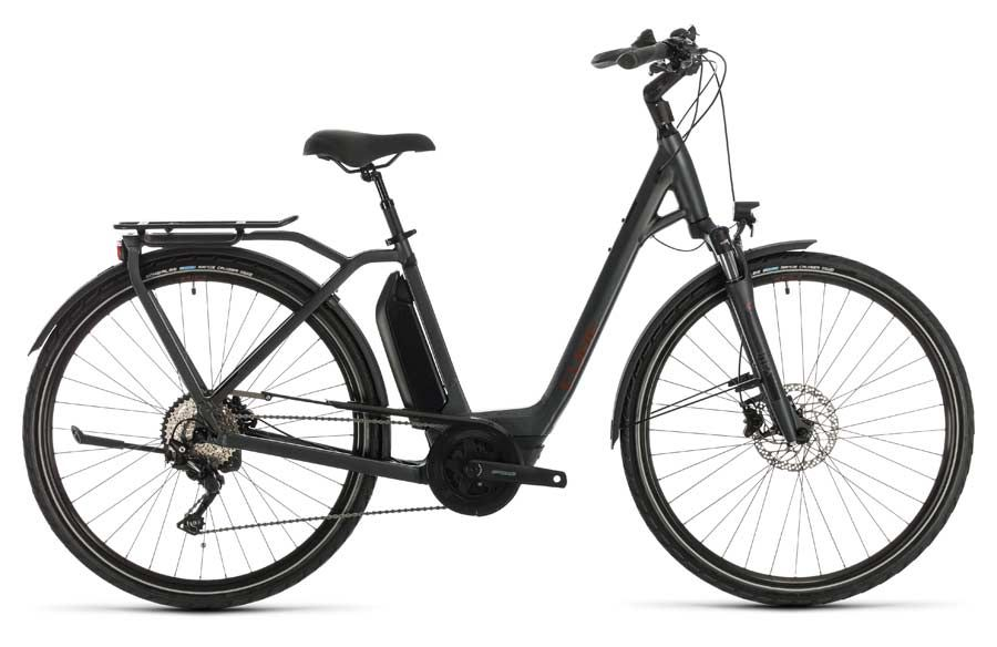Rent a pedal assist Cube Town Sport Hybrid Pro 500 electric bike from Escape tours rentals on Sparks St., Ottawa.