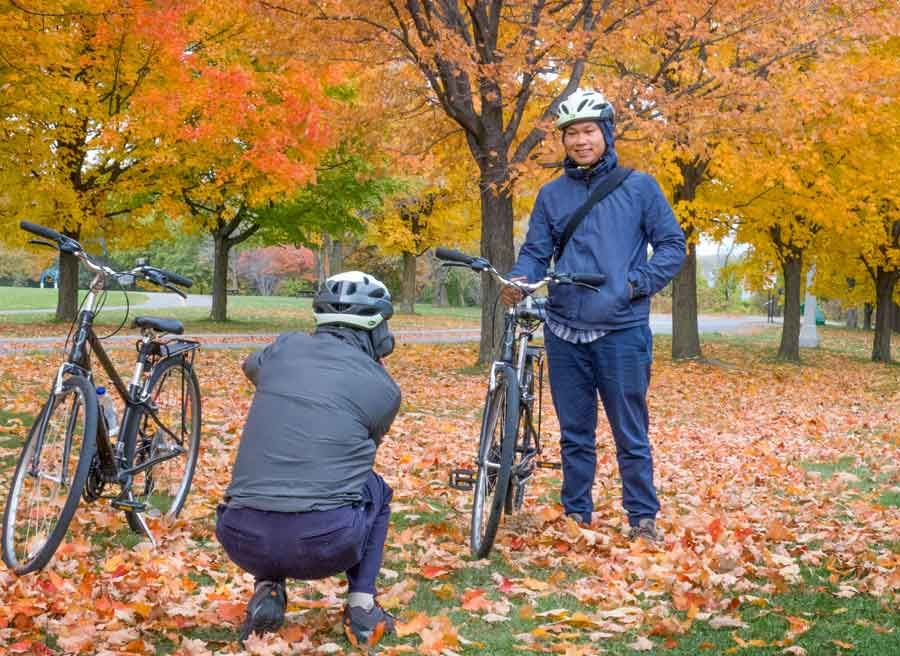Guests looking at Fall colours and taking pictures in Ottawa park during Escape best of Ottawa Neighbourhood and nature tour